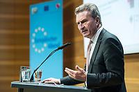04 DEZ 2017, BERLIN/GERMANY:<br /> Guenther Oettinger, CDU, EU-Kommissar fuer Haushalt und Personal, haelt eine Rede, Europ&auml;ischer Abend &quot;Europ&auml;ische Solidarit&auml;t: Was darf&rsquo;s kosten?&quot;, dbb beamtenbund und tarifunion, dbb Atrium<br /> IMAGE: 20171204-01-063<br /> KEYWORDS: Europaeischer Abend, G&uuml;nther &Ouml;ttinger