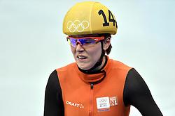 21-02-2014 SHORTTRACK: OLYMPIC GAMES: SOTSJI<br /> Jorien ter Mors redt het niet om de finale van de 1000 meter te halen. In de eerste bocht val de halve finale gaat ze bijna onderuit<br /> ©2014-FotoHoogendoorn.nl