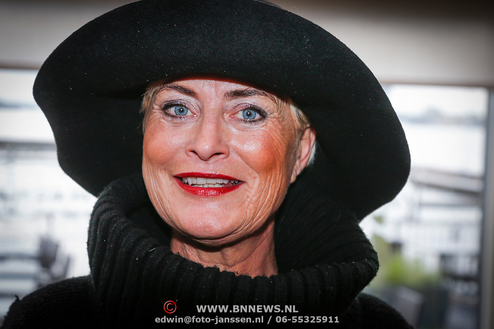 NLD/Loosdrecht/20121126 - CD uitreiking Anneke Gronloh, Vivian Boelen