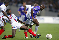 Fotball<br /> Frankrike 2004/05<br /> Toulouse v Lyon<br /> 22. september 2004<br /> Foto: Digitalsport<br /> NORWAY ONLY<br /> ALBIN EBONDO (TOU) / ERIC ABIDAL (LYON)