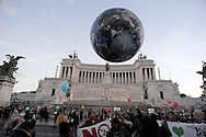 Rome Italy, 29th November 2015<br /> To coincide with the Paris United Nations Climate summit this weekend an similar marches being held across the world, ten of thousands have taken to the streets of Rome to demand action on Climate change. People play with a giant balloon representing Earth at Piazza Venezia