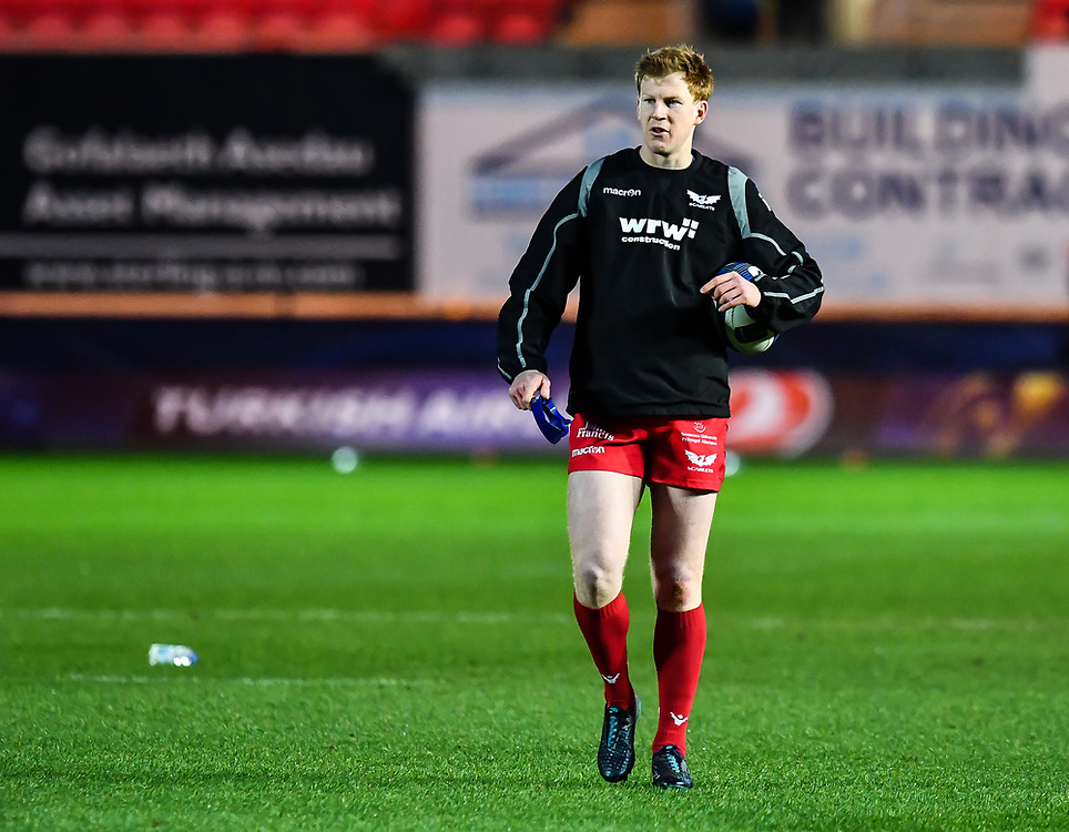 Scarlets' Rhys Patchell during the pre match warm up<br /> <br /> Photographer Craig Thomas/Replay Images<br /> <br /> European Rugby Champions Cup Round 5 - Scarlets v Toulon - Saturday 20th January 2018 - Parc Y Scarlets - Llanelli<br /> <br /> World Copyright © Replay Images . All rights reserved. info@replayimages.co.uk - http://replayimages.co.uk