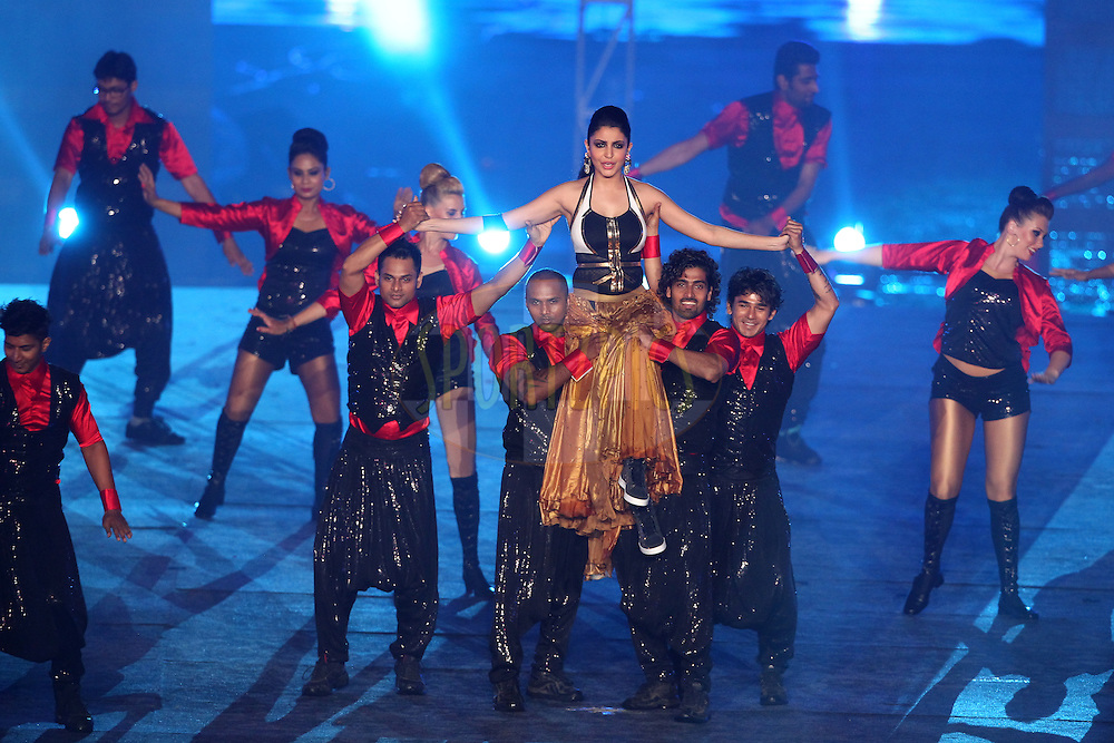 Bollywood actress Anushka Sharma perform during the Pepsi IPL 2015 opening night event held at the Salt Lake Stadium in Kolkata, India on the 7th April 2015.<br /> <br /> Photo by:  Deepak Malik / SPORTZPICS / IPL
