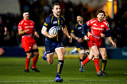 Ashley Beck of Worcester Warriors runs in to score a try - Mandatory by-line: Robbie Stephenson/JMP - 30/11/2019 - RUGBY - Sixways Stadium - Worcester, England - Worcester Warriors v Sale Sharks - Gallagher Premiership Rugby