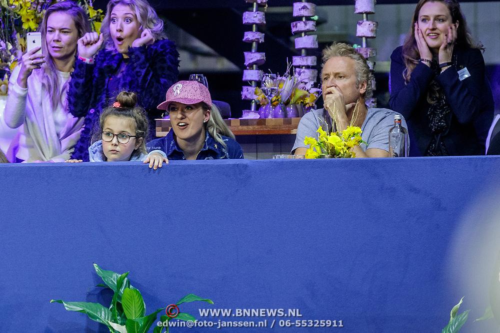 NLD/Amsterdam/20190127 - Jumping Amsterdam, dag 3, Britt Dekker en Erland Galjaard kijken toe
