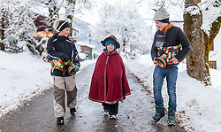 THEMENBILD - Alperer am Weg durch das Dorf. In Krimml hat sich der Brauch des Alperns erhalten, den man anderswo kaum noch kennt. Am Wochenende um Martini ziehen Buben mit Kuhglocken von Haus zu Haus. Das laute Läuten soll böse Geister vertreiben. Die Alperer sind zwischen acht und 14 Jahren alt. Sie besuchen dabei rund 150 Haushalte, aufgenommen am 12. November 2016, Krimml, Österreich // In Krimml, the tradition of Alpern have been preserved, which are hardly known elsewhere. At the weekend around Martini, boys with cowbells move from house to house. The loud ringing is to drive out evil spirits. The Alperers are between eight and 14 years old. They visit about 150 households, Krimml, Austria on 2016/11/12. EXPA Pictures © 2016, PhotoCredit: EXPA/ JFK