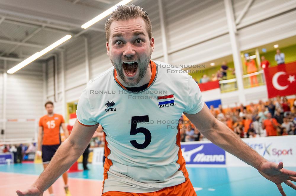 25-09-2016 NED: EK Kwalificatie Nederland - Turkije, Koog aan de Zaan<br /> Nederland plaatst zich voor het EK in Polen door Turkije met 3-1 te verslaan / Dirk Sparidans #5