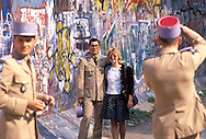DEU, Germany, Berlin, the wall at the border crossing Checkpoint Charlie, French soldiers taking pictures.....DEU, Deutschland, Berlin, die Mauer am Uebergang Checkpoint Charlie, franzoesische Soldaten machen Fotos...1988