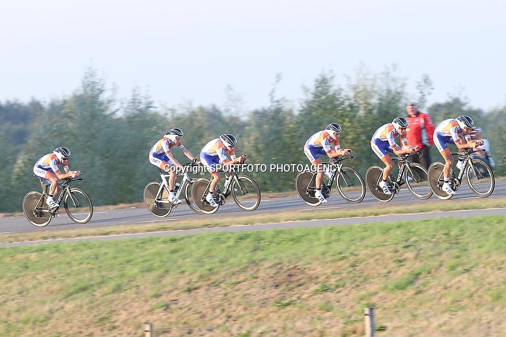 27-09-2016: Wielrennen: Olympia Tour: Hardenberg  <br />HARDENBERG (NED) wielrennen  <br />Nederlands oudste wielerkoers ging van start in Hardenberg met een ploegentijdrit. Kanjers voor Kanjer
