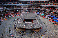 "Chine, Province du Fujian, village de Yuchang Lou, maison forteresse en terre et en bois où logent les membres d'une meme famille de l'ethnie Hakka, inscrit au patrimoine mondial de l'Unesco // China, Fujian province, Yuchang Lou village, Tulou mud house. well known as the Hakka Tulou region, in Fujian. In 2008, UNESCO granted the Tulou ""Apartments"" World Heritage Status, siting the buildings as exceptional examples of a building tradition and function exemplifying a particular type of communal living and defensive organization. The Fujian Tulou is ""the most extraordinary type of Chinese rural dwellings"" of the Hakka minority group and other people in the mountainous areas in southwestern Fujian."