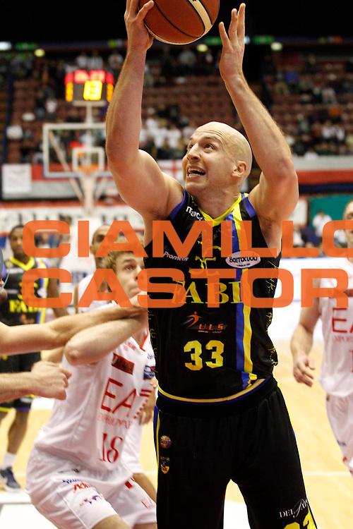 DESCRIZIONE : Milano Campionato Lega A 2011-12 EA7 Emporio Armani Milano Fabi Shoes Montegranaro<br /> GIOCATORE : Greg Brunner<br /> CATEGORIA : Tiro<br /> SQUADRA : Fabi Shoes Montegranaro<br /> EVENTO : Campionato Lega A 2011-2012<br /> GARA : EA7 Emporio Armani Milano Fabi Shoes Montegranaro<br /> DATA : 17/12/2011<br /> SPORT : Pallacanestro<br /> AUTORE : Agenzia Ciamillo-Castoria/G.Cottini<br /> Galleria : Lega Basket A 2011-2012<br /> Fotonotizia : Milano Campionato Lega A 2011-12 EA7 Emporio Armani Milano Fabi Shoes Montegranaro<br /> Predefinita :