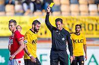 KERKRADE - 20-11-2016, Roda JC - AZ, Park Stad Limburg Stadion, scheidsrechter Jeroen Manschot geeft de gele kaart aan Roda JC speler Marcos Gullon.