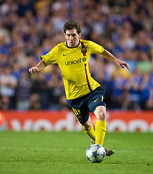 LONDON, ENGLAND - Wednesday, May 6, 2009: Barcelona's Lionel Messi in action against Chelsea during the UEFA Champions League Semi-Final 2nd Leg match at Stamford Bridge. (Photo by David Rawcliffe/Propaganda)