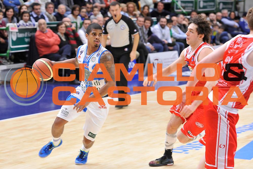 DESCRIZIONE : Campionato 2014/15 Dinamo Banco di Sardegna Sassari - Grissin Bon Reggio Emilia<br /> GIOCATORE : Edgar Sosa<br /> CATEGORIA : Palleggio Penetrazione<br /> SQUADRA : Dinamo Banco di Sardegna Sassari<br /> EVENTO : LegaBasket Serie A Beko 2014/2015<br /> GARA : Dinamo Banco di Sardegna Sassari - Grissin Bon Reggio Emilia<br /> DATA : 22/12/2014<br /> SPORT : Pallacanestro <br /> AUTORE : Agenzia Ciamillo-Castoria / Luigi Canu<br /> Galleria : LegaBasket Serie A Beko 2014/2015<br /> Fotonotizia : Campionato 2014/15 Dinamo Banco di Sardegna Sassari - Grissin Bon Reggio Emilia<br /> Predefinita :