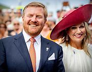 Koning met baard en koningin bij start viering 75 jaar vrijheid