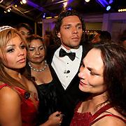 NLD/Eemnes/20080522 - Finale RTL programma de Gouden Kooi, Brian Kubatz en partner Amanda Balk worden getroostd door familie