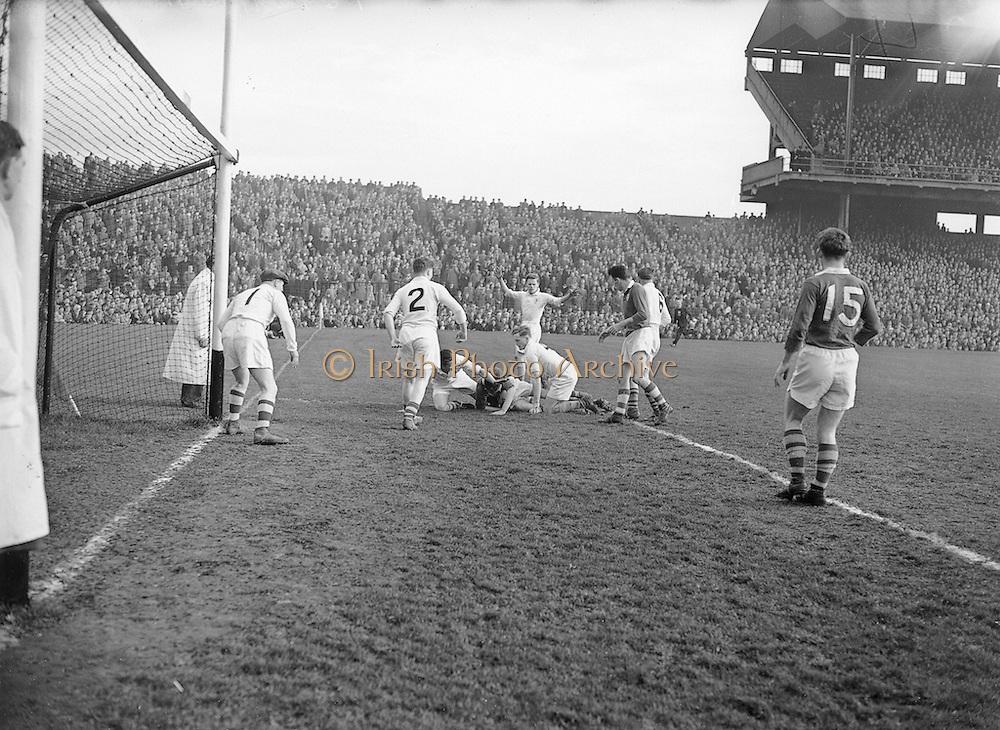 Neg No: 1001/a3626-a3632...17031956IPFCF...17.03.1956...Interprovincial Railway Cup Football - Final...Ulster.00-12.Munster.00-04..