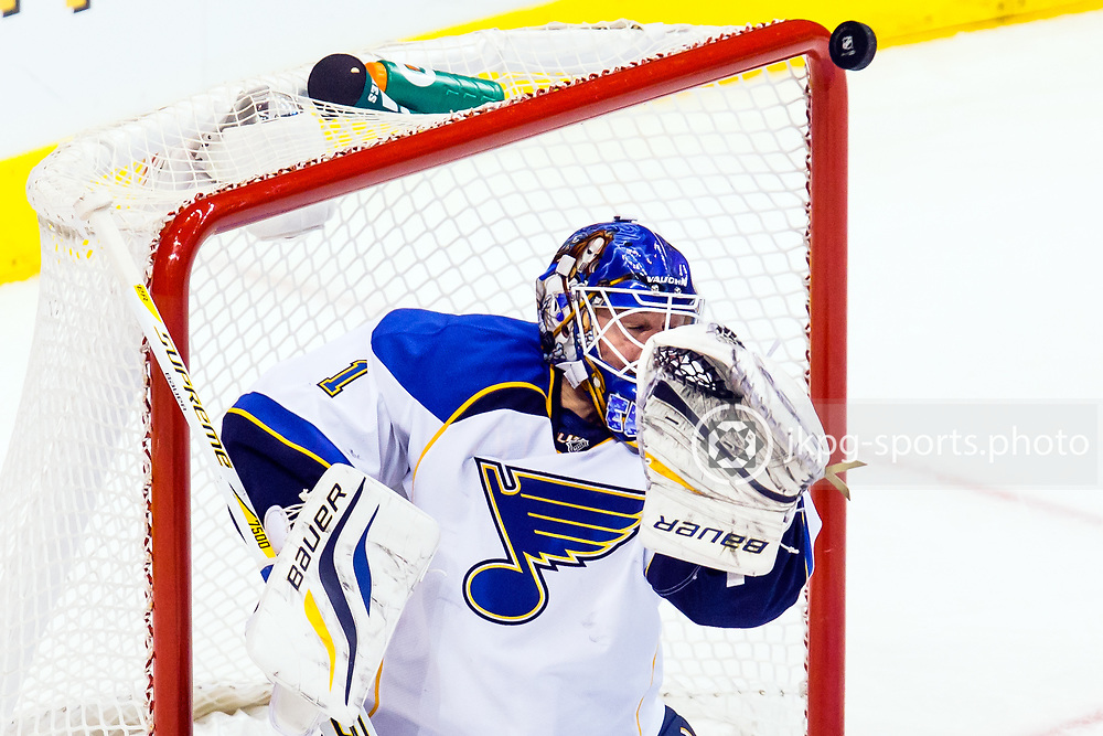 130306 Ishockey, NHL, Los Angeles Kings - S:t Louis Blues<br /> Pucken tar i stolpen bakom m&aring;lvakten Brian Elliott, S:t Louis Blues.<br /> &copy; Daniel Malmberg/All Over Press