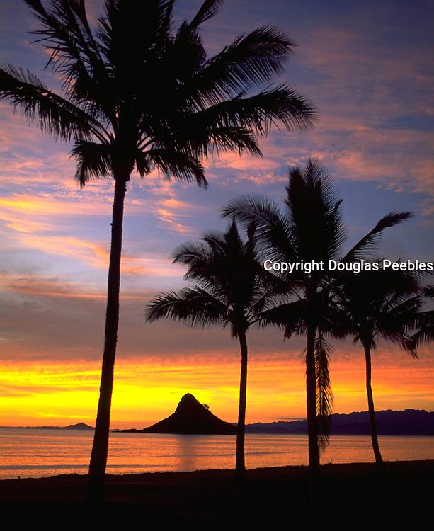 Sunrise, Chinaman's Hat, Kualoa Beach, Kaneohe Bay, Oahu, Hawaii, USA<br />
