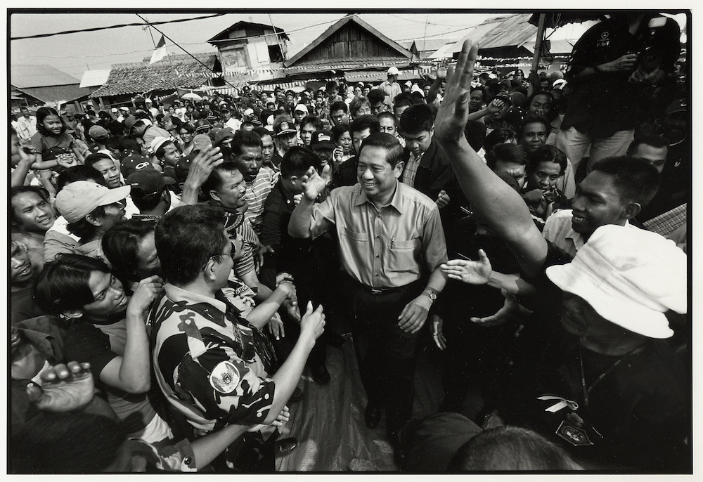 Susilio Bambang Yudhoyono greets supporters in Cilincing, one of Jakarta's poorest areas. Independence Day - Indonesia August 17 2004