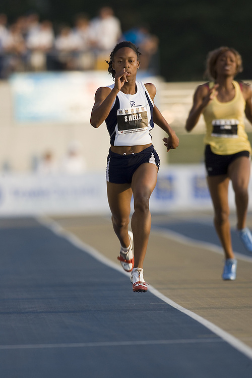 14 July 2007 (Windsor--Canada) --  Sherine Wells in the 200m heats during Day three of the 2007 Canadian National Track and Field Championships....