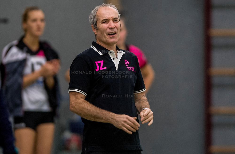 22-10-2016 NED: Springendal/Set Up`65 - Flynth Flamingo's Activia, Ootmarsum<br /> In Ootmarsum was Set-Up'65 in vier sets te sterk voor Fast. In de eerste drie sets was het verschil minimaal (25-23, 23-25, 26-24) / Coach Jacek Ziemba of Flamingo
