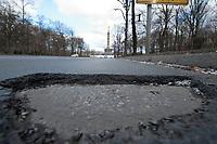 05 MAR 2010, BERLIN/GERMANY:<br /> Strassenschaeden auf der Hofjaegerallee, im Hintergrund die Siegessaeule<br /> IMAGE: 20100305-01-004<br /> KEYWORDS: Strassenschäden, Straßenschäden, Frostschäden, Frostschäden, Loch, Loecher, Löcher, Schlagloch, Schlagloecher, Schlaglöcher, Fahrbahn, Straße, Tiefbau