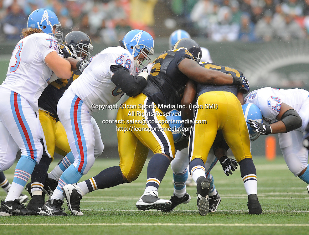 27 September 2009: Tennessee Titans running back LenDale White (25) gets tackled by New York Jets linebacker David Harris (52) and defensive tackle Howard Green (95) during the New York Jets 24-17 win over the Tennessee Titans at Giants Stadium in East Rutherford, NJ