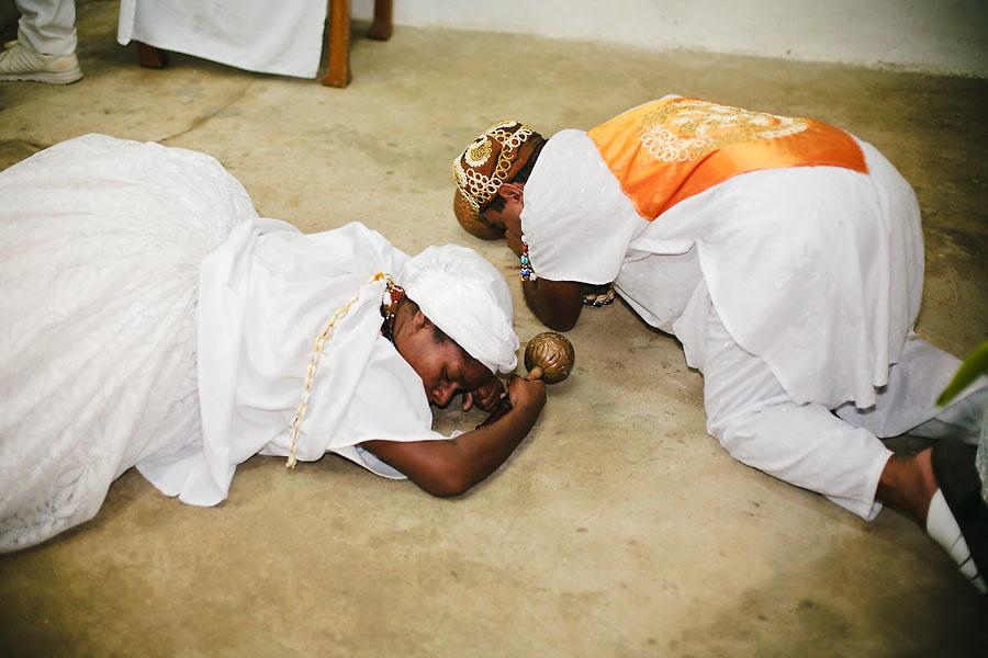"""CANDOMBLE SUFFERED PERSECUTIONS SINCE ITS BIRTH IN BRASIL. NOW, UNDER THE PRESSURE OF GROWING EVANGELISM, IT'S TIME TO LOOK FOR ACEPTANCE. """"CHILDREN OF SAINT"""" DRESSED AS THE ORISHAS DANCE AT FATHER MAURICIO D'OBA BARU'S TERREIRO. / EL CANDOMBLE SUFRIO PERSECUCIONES DESDE SU NACIMIENTO EN BRASIL. AHORA, SO PRESION DEL EVANGELISMO CRECIENTE, BUSCA LA ACEPTACION PARA SOBREVIVIR. """"HIJOS DE SANTO"""" CON LAS ROPAS DE LOS ORISHAS DANZAN EN EL """"TERREIRO"""" DE PADRE MAURICIO D'OBA BARU."""