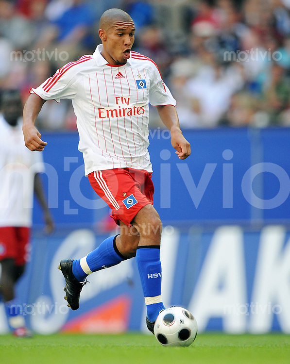FUSSBALL   INTERNATIONALES TESTSPIEL  SAISON 2008/2009 Hamburger SV - Manchester City                26.07.2008 Nigel DE JONG (Hamburger SV) Einzelaktion am Ball