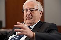 21 JAN 2010, BERLIN/GERMANY:<br /> Rainer Bruederle, FDP, Bundeswirtschaftsminister, waehrend einem Interview, in seinem Buero, Bundesministerium fuer Wirtschaft und Technologie<br /> IMAGE: 20100121-03-024<br /> KEYWORDS: Rainer Brüderle