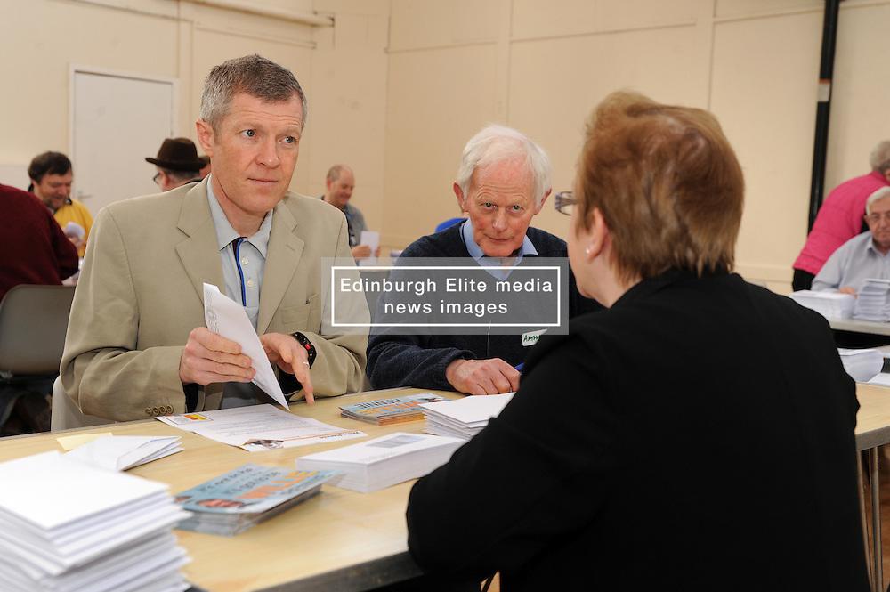 Willie Rennie, Cupar, 9-4-2016<br /> <br /> Willie gets help to stuff envelopes <br /> <br /> (c) David Wardle | Edinburgh Elite media