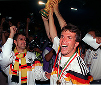 Fotball. Verdensmesterskap. VM 1990.<br /> Tyskland v Argentina. Finale.<br /> Lothar Matthaus og Pierre Littbarski, Vest Tyskland.<br /> Foto: Robin Parker, Digitalsport