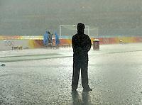 Olympia 2008  Peking  Fussball  Frauen   Viertelfinale  15.08.2008 USA - Kanada Wegen starken Regen und Gewitter musste das Spiel in der ersten Halbzeit beim Spielstand von 1:0 unterbrochen werden.