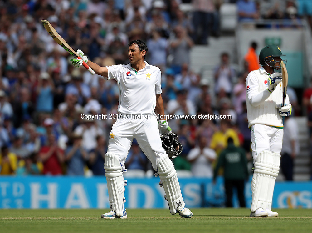 Younis Khan celebrates his double century in the 4th Investec Test Match between England and Pakistan at the Kia Oval. Photo: Graham Morris/www.cricketpix.com (Tel:+44(0)20 8969 4192; Email: graham@cricketpix.com) 13/08/2016