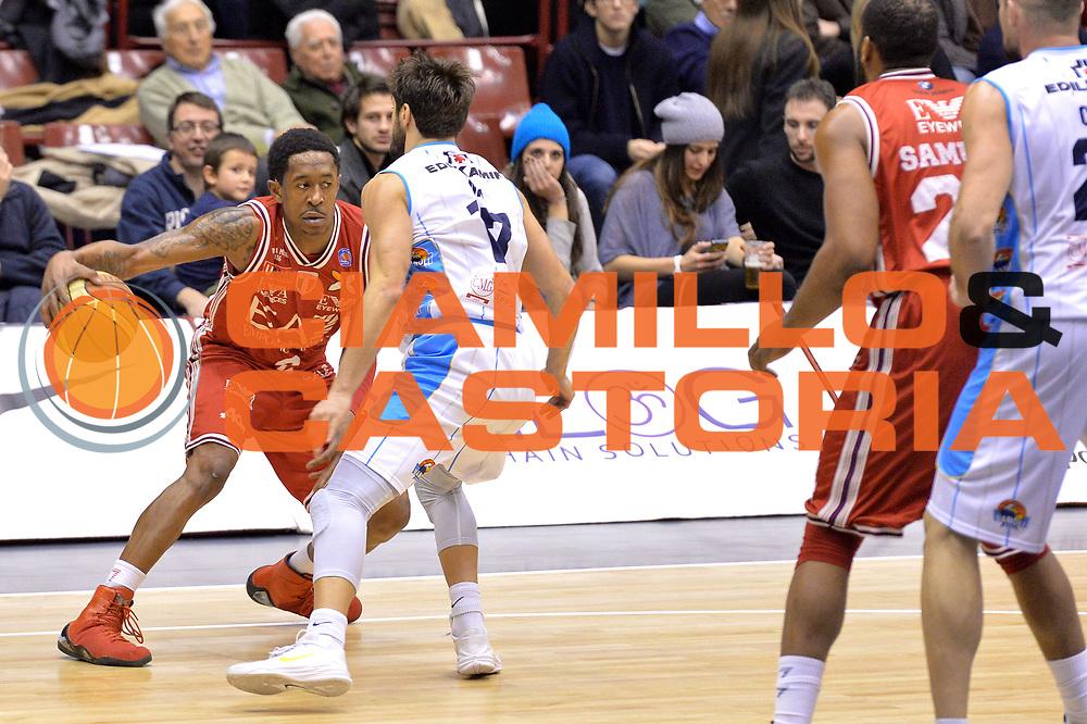 DESCRIZIONE : Milano Lega A 2014-15  EA7 Emporio Armani Milano vs Vagoli Basket Cremona<br /> GIOCATORE : MarShon Brooks<br /> CATEGORIA : Palleggio<br /> SQUADRA : EA7 Emporio Armani Milano<br /> EVENTO : Campionato Lega A 2014-2015<br /> GARA : EA7 Emporio Armani Milano vs Vagoli Basket Cremona<br /> DATA : 25/01/2015<br /> SPORT : Pallacanestro <br /> AUTORE : Agenzia Ciamillo-Castoria/I.Mancini<br /> Galleria : Lega Basket A 2014-2015  <br /> Fotonotizia : Cant&ugrave; Lega A 2014-2015 Pallacanestro : EA7 Emporio Armani Milano vs Vagoli Basket Cremona<br /> Predefinita :