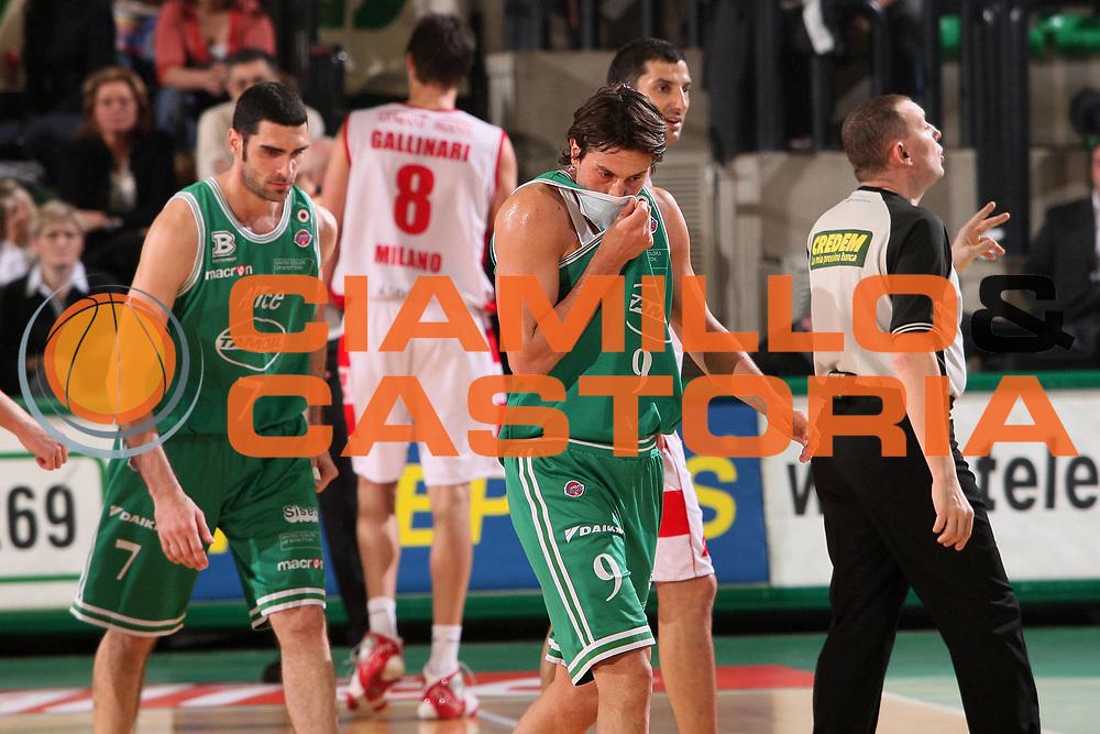 DESCRIZIONE : Treviso Lega A1 2007-08 Benetton Treviso Armani Jeans Milano <br /> GIOCATORE : Marco Mordente <br /> SQUADRA : Benetton Treviso <br /> EVENTO : Campionato Lega A1 2007-2008 <br /> GARA : Benetton Treviso Armani Jeans Milano <br /> DATA : 23/02/2008 <br /> CATEGORIA : Delusione <br /> SPORT : Pallacanestro <br /> AUTORE : Agenzia Ciamillo-Castoria/S.Silvestri