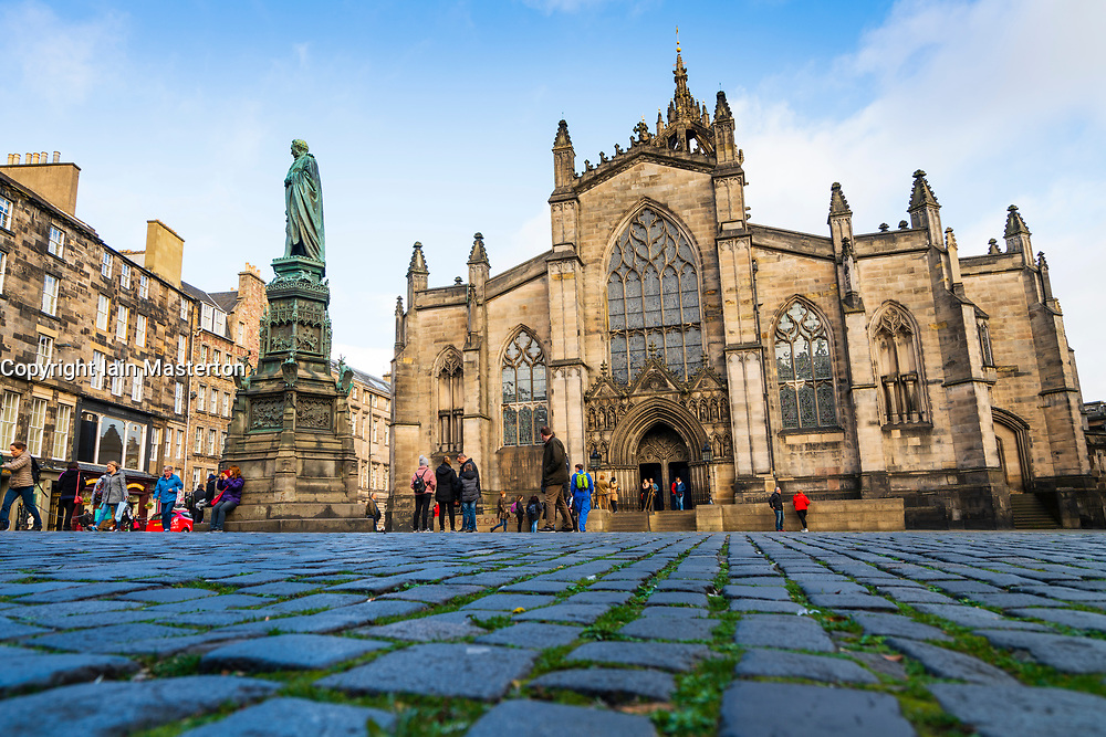 View of cobblestones in Parliament Square and St Giles Cathedral on the Royal Mile in Edinburgh Old Town, Scotland, UK