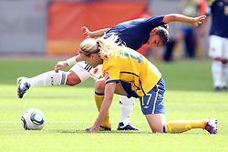 28.06.2011, FIFA Frauen-WM-Stadion Leverkusen, Leverkusen, GER, FIFA Women Worldcup 2011, Gruppe C, Kolumbien (COL) vs. Schweden (SWE), im Bild:   Sara Larsson (Schweden) (L) gegen Ingrid Vidal (Kolumbien)  // during the FIFA Women´s Worldcup 2011, Pool C, Colombia vs Sweden on 2011/06/28, FIFA Frauen-WM-Stadion Leverkusen, Leverkusen, Germany.   EXPA Pictures © 2011, PhotoCredit: EXPA/ nph/  Mueller *** Local Caption ***       ****** out of GER / CRO  / BEL ******