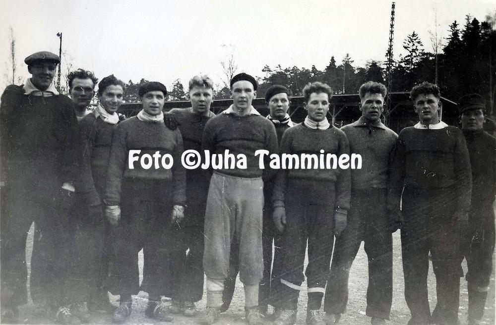 HJK:n &amp; maajoukkueen pelaaja Armas Pyyn albumi. <br /> Kuva vuodelta 1939.
