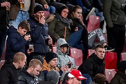 19-01-2018 NED: FC Utrecht - AZ Alkmaar, Utrecht<br /> Support publiek, roken op de tribune, Nick en Damian