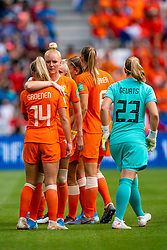 07-07-2019 FRA: Final USA - Netherlands, Lyon<br /> FIFA Women's World Cup France final match between United States of America and Netherlands at Parc Olympique Lyonnais. USA won 2-0 / Jackie Groenen #14 of the Netherlands, Loes Geurts #23 of the Netherlands, Danique Kerkdijk #18 of the Netherlands