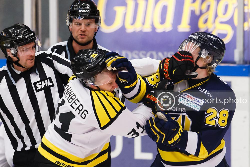 151228 Ishockey, SHL, HV71 - Bryn&auml;s<br /> (31) Daniel Mannberg, Bryn&auml;s IF och (28) Anton Bengtsson, HV71 utvisades b&aring;da 2 minuter f&ouml;r Roughing<br /> (34:10 - 36:10) <br /> &copy; Daniel Malmberg/IBL-AOP