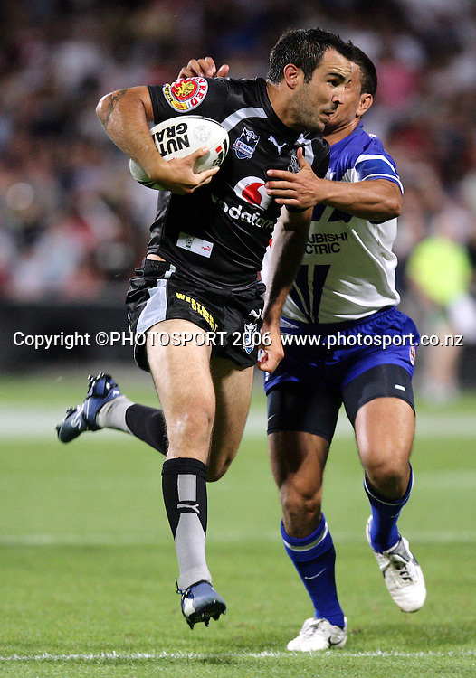 Warriors fullback Wade McKinnon on his way to scoring a try at the pre season NRL match between the Warriors and Bulldogs at North Harbour Stadium, Auckland, New Zealand, on Saturday 3 March 2007. Photo: Andrew Cornaga/PHOTOSPORT