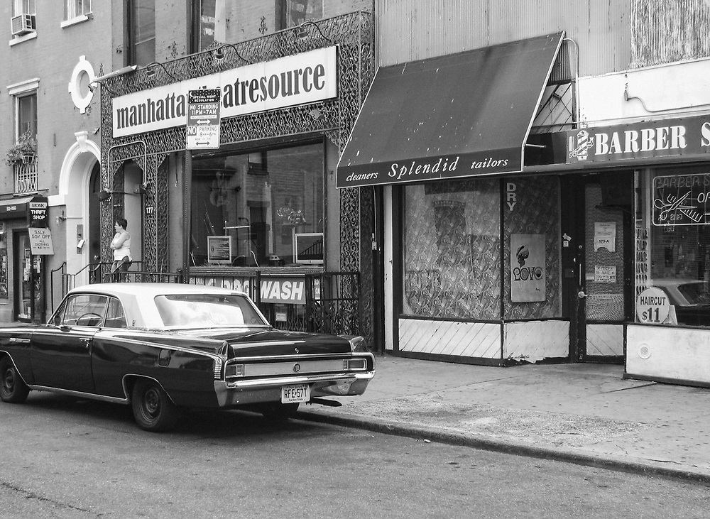 Looking like old Greenwich Village with this old Buick on Macdougal St. NYC 2006