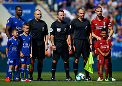 LEICESTER, ENGLAND - Saturday, September 1, 2018: Leicester City's captain Wes Morgan (left) and Liverpool's captain Jordan Henderson (right) line-up with the referee and officials before the FA Premier League match between Leicester City and Liverpool at the King Power Stadium. (Pic by David Rawcliffe/Propaganda)