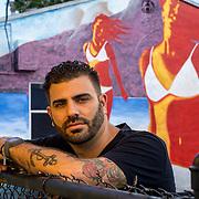 NOVIEMBRE 15, 2015---MIAMI, FLORIDA<br /> Rigo Le&oacute;n, artista de Miami, Florida, posa para la c&aacute;mara en un edificio de apartamentos de alquiler en el popular vecindario Wynwood en Miami. Le&oacute;n es artista gr&aacute;fico y lleva 10 a&ntilde;os trabajando.