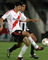 Fotball<br />23/10/03 - RIVER PLATE (FROM ARGENTINA) (2 ) VS. LIBERTAD (FROM PARAGUAY) (0 ) - SOUTH AMERICAN CUP - Buenos Aires - Argentina.<br />LUIS GONZALEZ (RIVER) and HECTOR DARIO BENITEZ (LIBERTAD).<br />Foto: Digitalsport