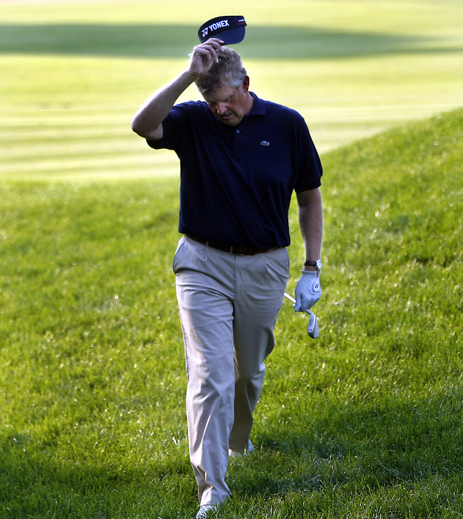 Colin Montgomerie rubs his head as he walks up the edge of the eighteenth green during the final day of the US Open Golf Championship at Winged Foot Golf Club in Mamaroneck, New York Sunday, 18 June 2006. Montgomerie double bogeyed eighteen to tie for second place..