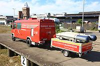 Mannheim. 29.07.17   &Uuml;bung um M&uuml;hlauhafen<br /> M&uuml;hlauhafen. Rettungs&uuml;bung von Feuerwehr DLRG und ASB. Das Szenario: Ein Fahrgastschiff brennt und die Passagiere m&uuml;ssen gerettet werden. <br /> Auf der MS Oberrhein wird ge&uuml;bt. Dazu ankert das Schiff in der Fahrrinne des M&uuml;hlauhafens. Das Feuerl&ouml;schboot Metropolregion 1 kommt dazu.<br /> <br /> BILD- ID 0921  <br /> Bild: Markus Prosswitz 29JUL17 / masterpress (Bild ist honorarpflichtig - No Model Release!)
